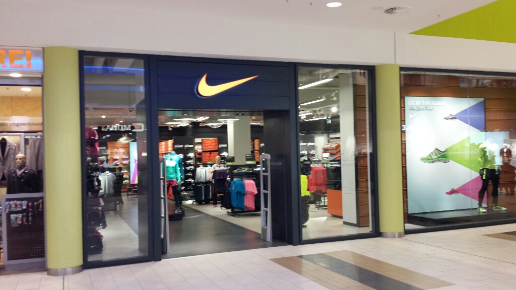 nike store outlet a10 center berlin k nigswusterhausen. Black Bedroom Furniture Sets. Home Design Ideas