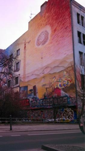 Bemalte-Hauswand-Berlin-576x1024